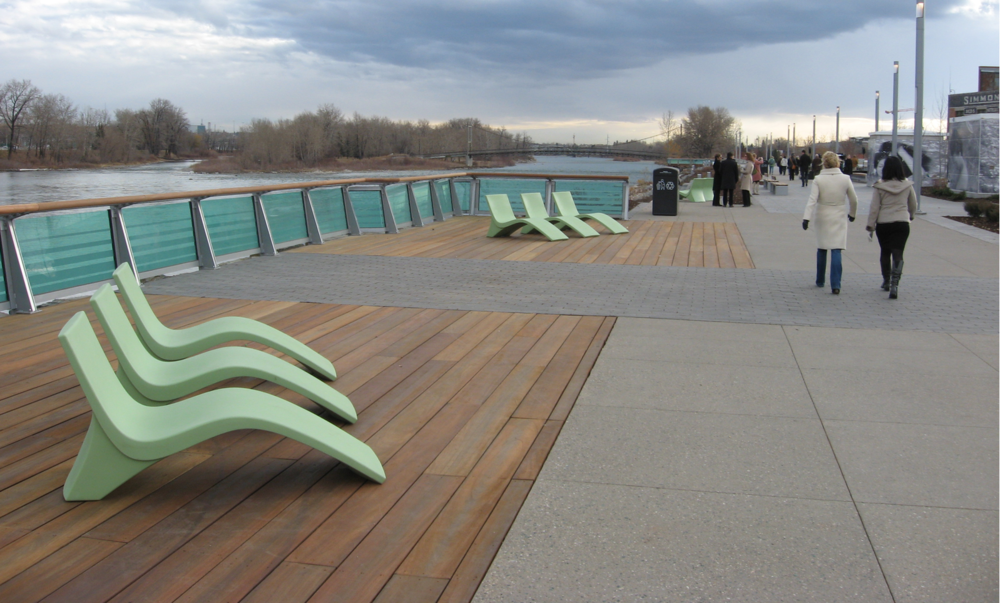 These summer chairs look like something you might find on a cruise ship.  They create a very welcoming sense of place along the Riverwalk.
