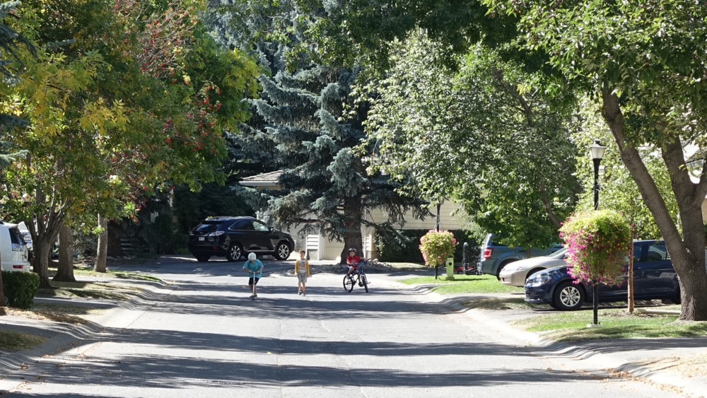 Cottage-like streets are child friendly even without sidewalks.