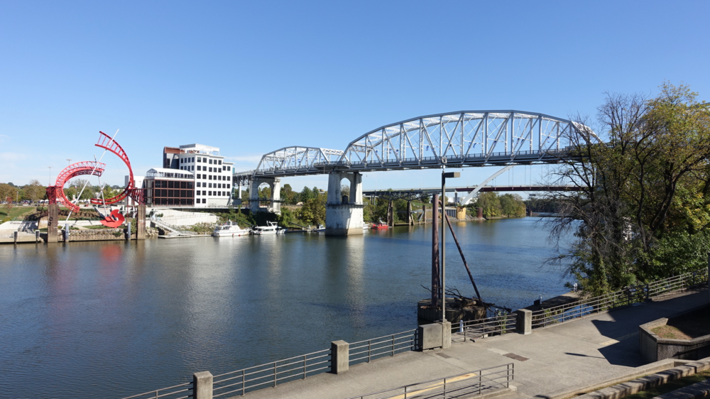 Nashville historic pedestrian bridge links the City Centre to the Nissan Stadium.