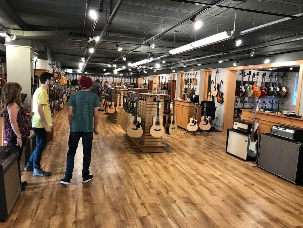 Nashville has several guitar and music stores located in its City Centre, perhaps the most iconic is Gruhn Guitars.  Guitar shops are to Nashville what bike shops are to Calgary.