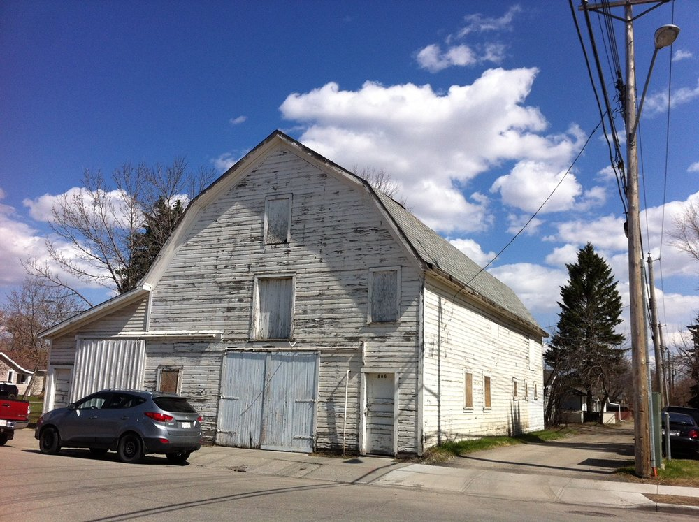 This is one of two barns that still exist in Inglewood - how cool is that.