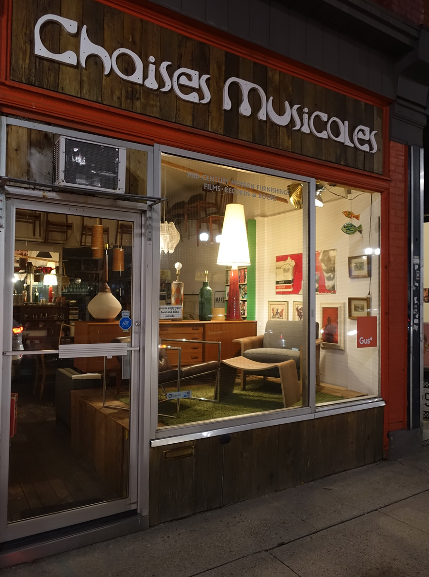 Choises Musicales aka Musical Chairs is a fun vintage boutique.