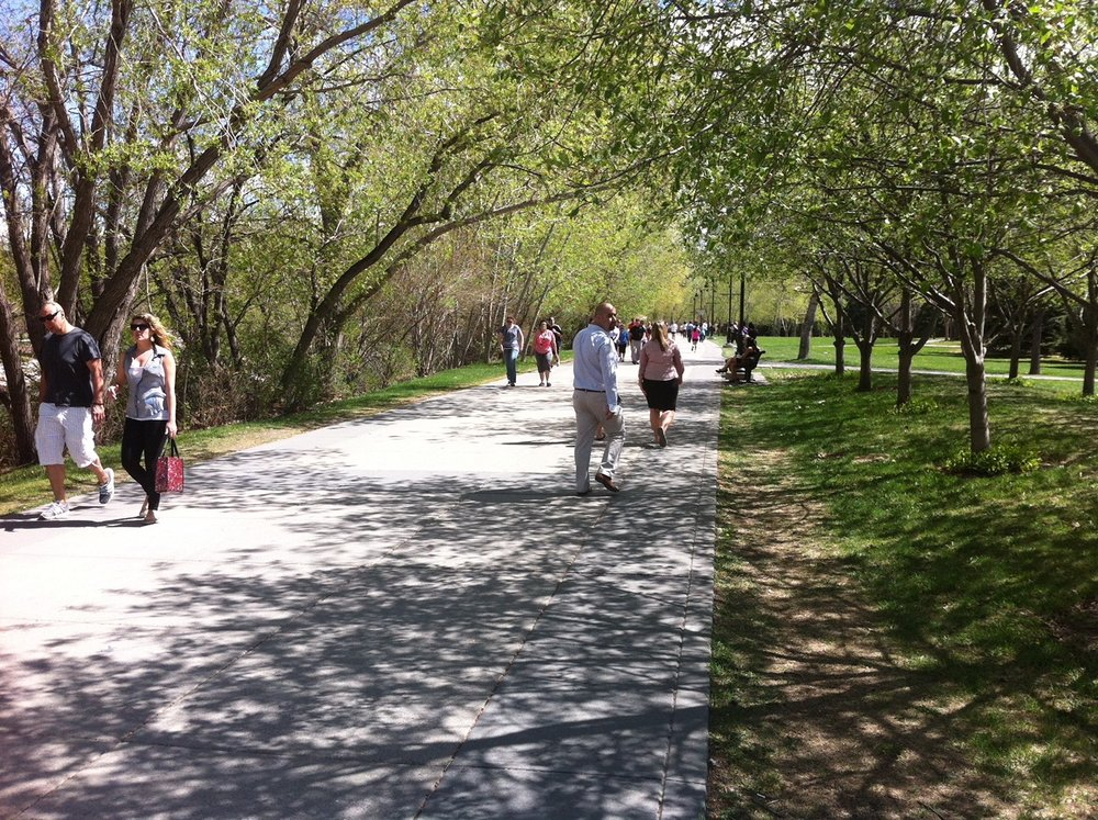 It doesn't get any nicer than strolling along the Eau Claire Promenade which is part of the Bow River Pathway that extends on both side of the river from one end of downtown to the other .