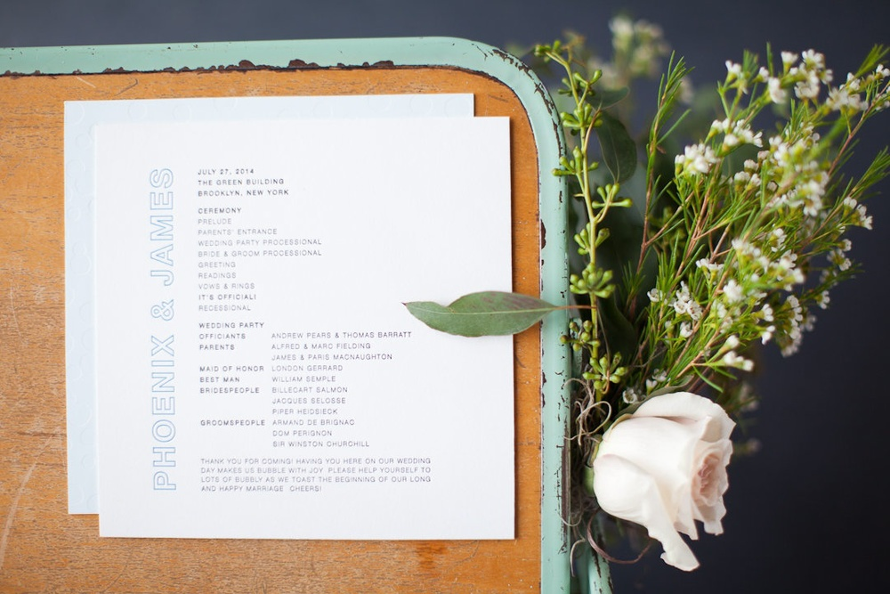 MODERN SQUARE PROGRAM WITH BUBBLY BRIDAL PARTY