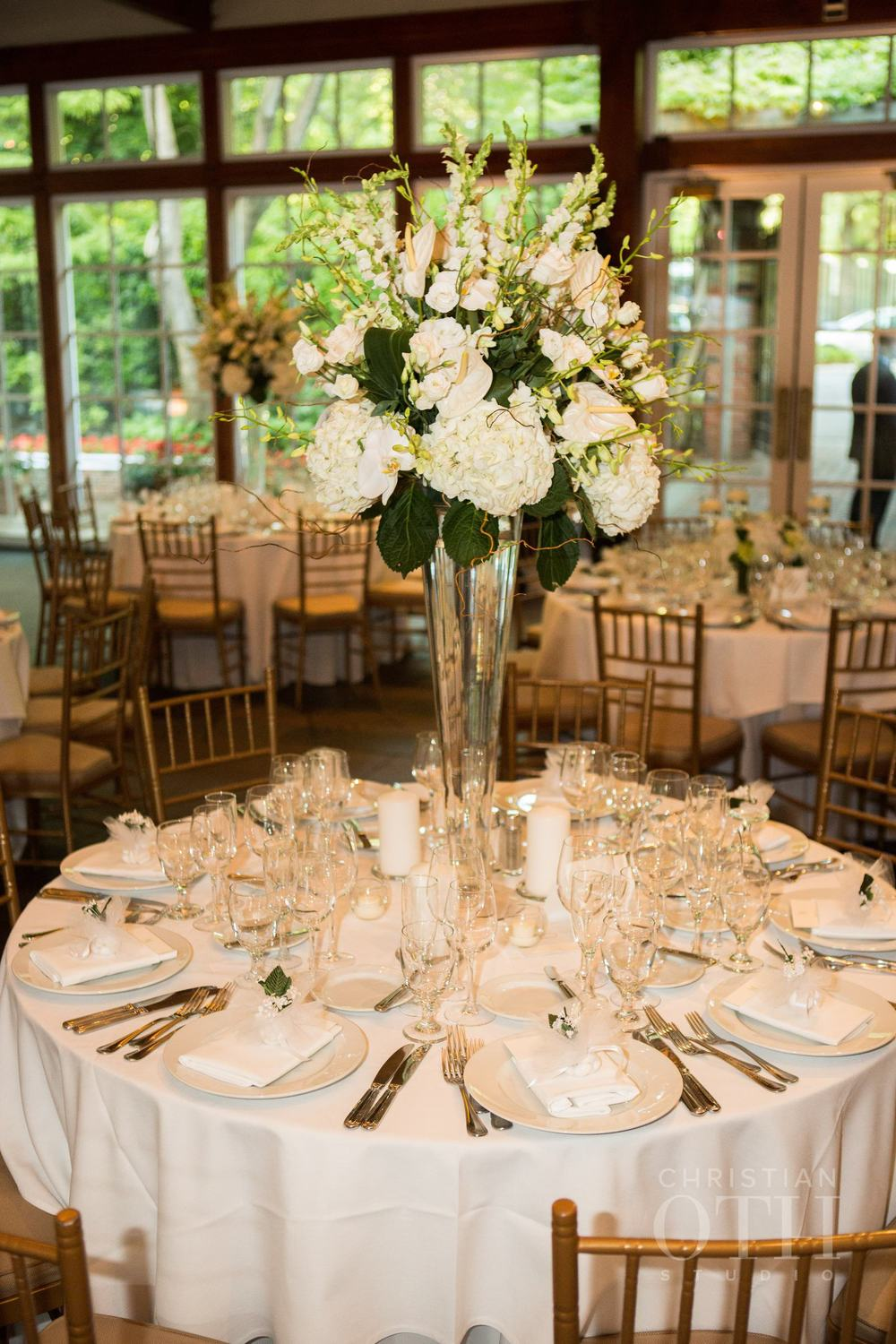 TABLE WITH TALL ELEGANT ARRANGEMENT