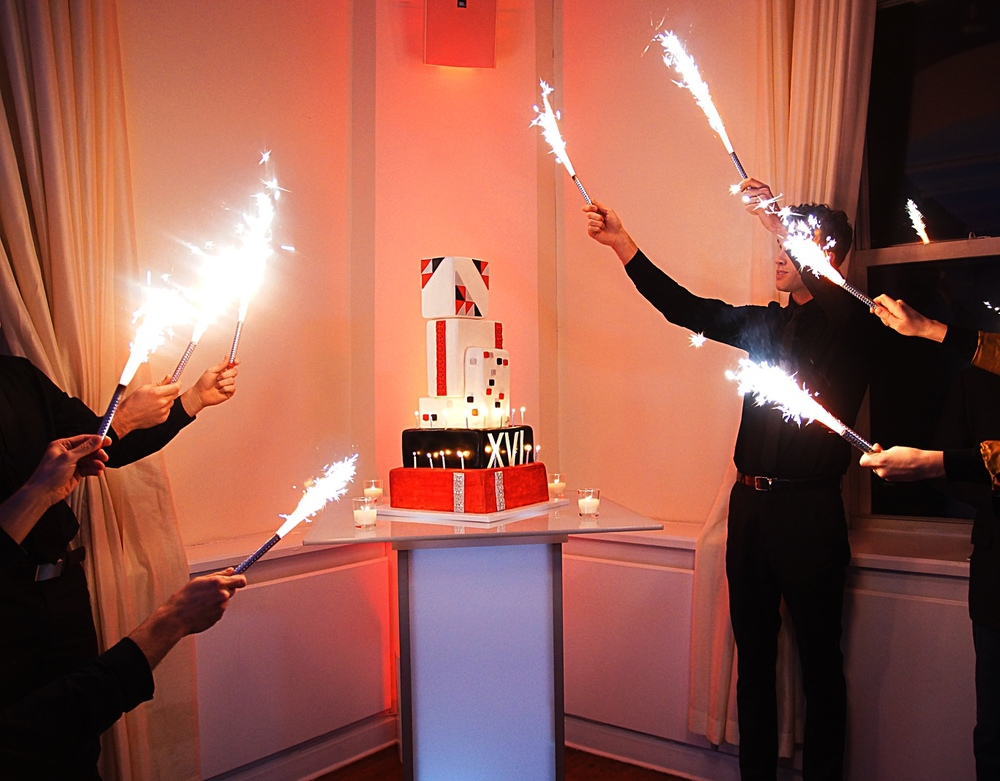 CHAMPAGNE SPARKLERS FOR THE CAKE CUTTING