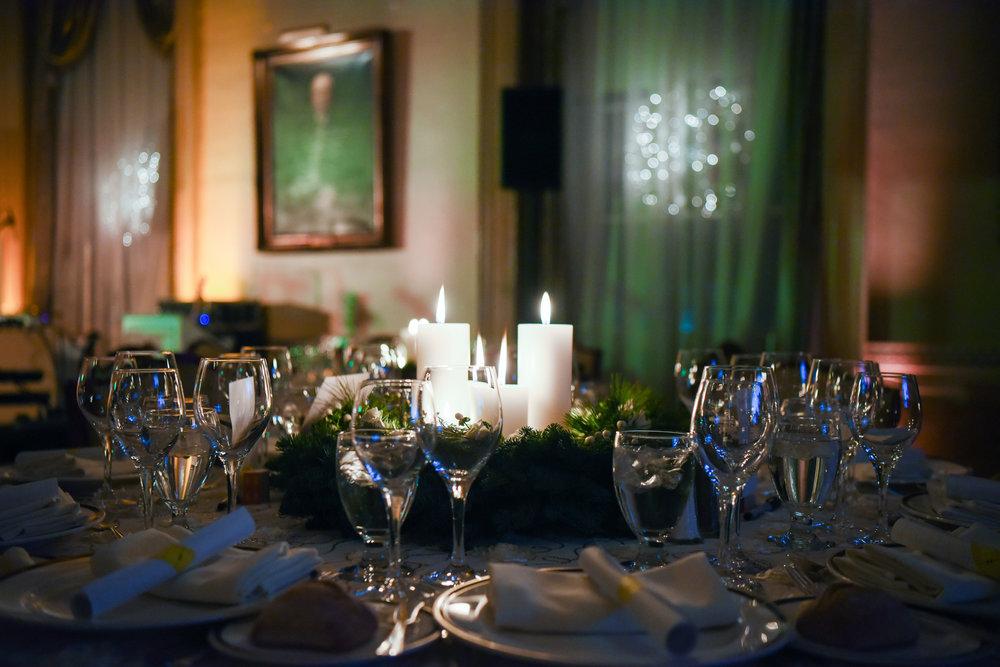 DETAILED SET DINNER TABLE