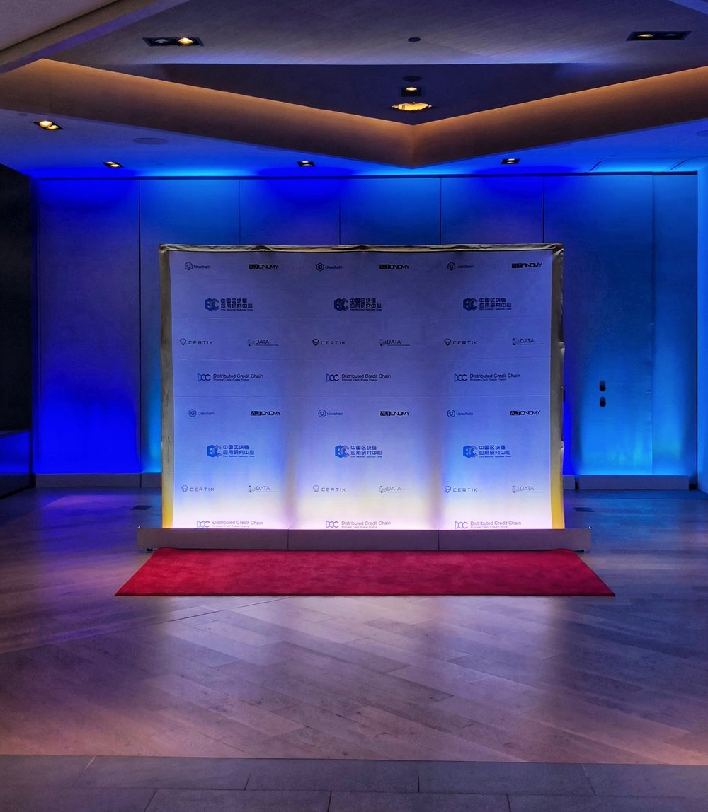 Sponsor step and repeat