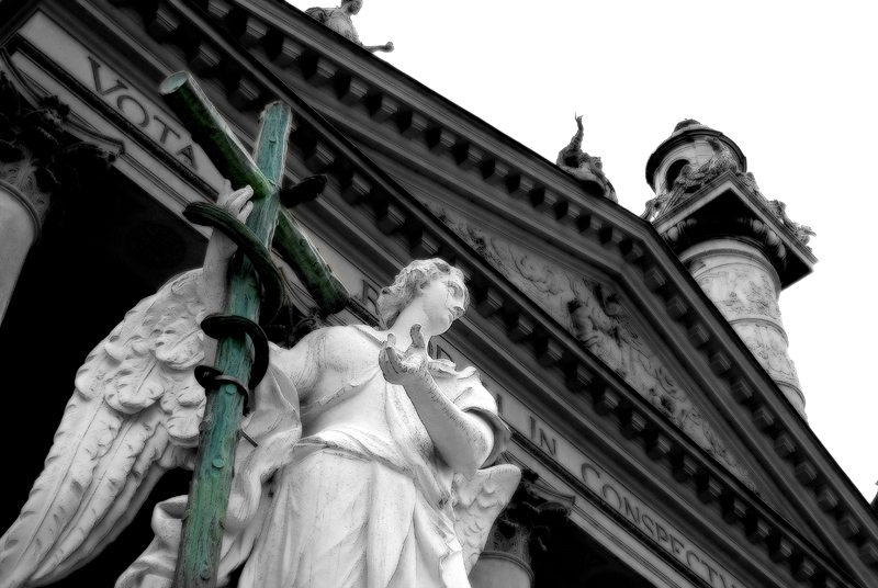 Vienna_Kchurch_angel.jpg