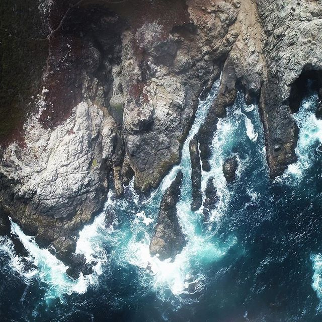 Hovered until the fog cleared- it was a good lesson in patience, but the wisps coming through made it magical #pacificcoasthighway #monterey #californiacoast #dronephotography