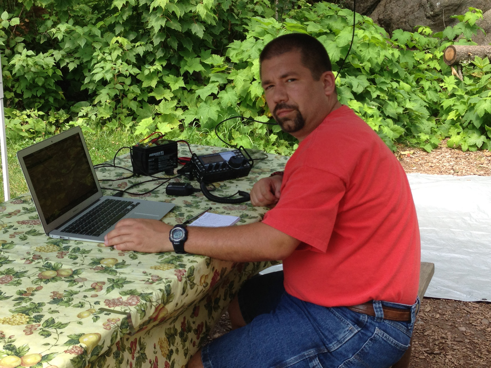 John (NG0R) with the Elecraft KX3 operating from the picnic table