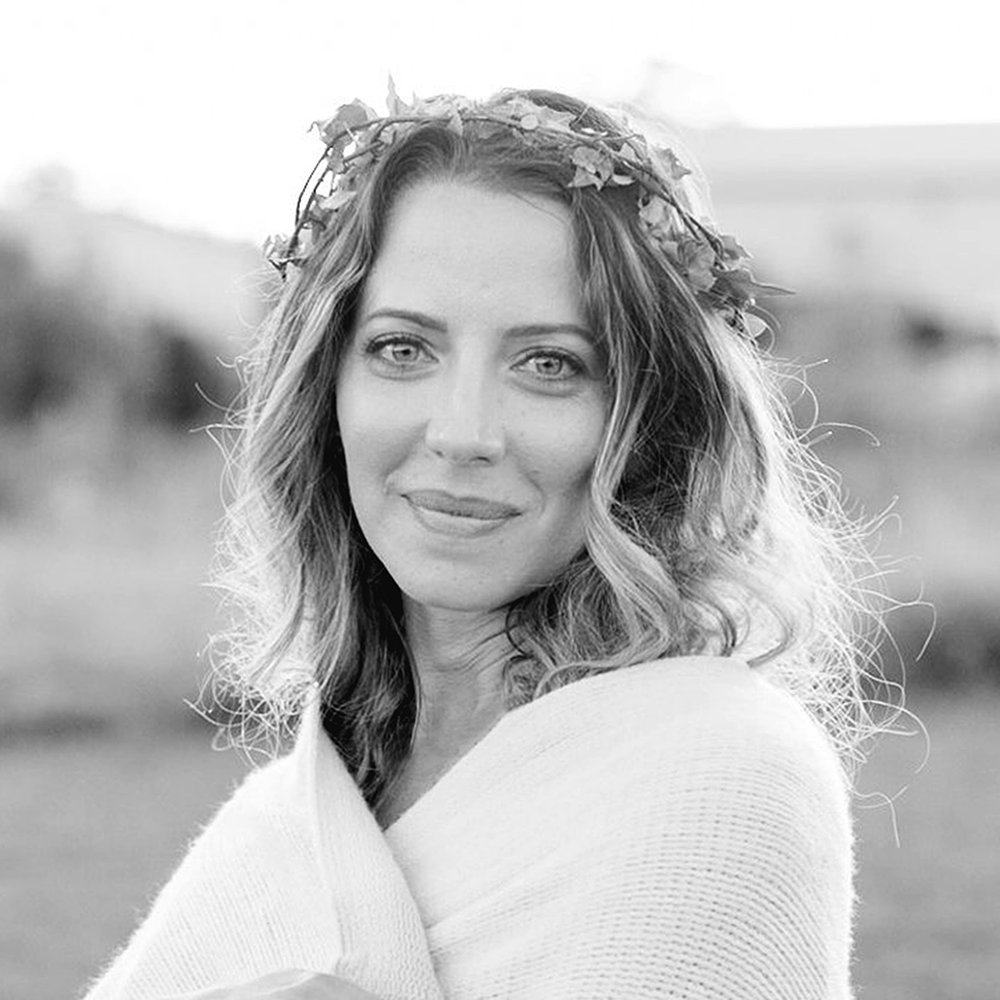 hello! - I'm Kate- a nature loving minimalist and empath who believes that we all have a story worth telling. We all share a common Taproot- a deep reaching, soul anchoring, life giving root- that is Love.Sharing our story unites us. It invites others to share in our joys and sorrows. Because it takes a village to do life, doesn't it!