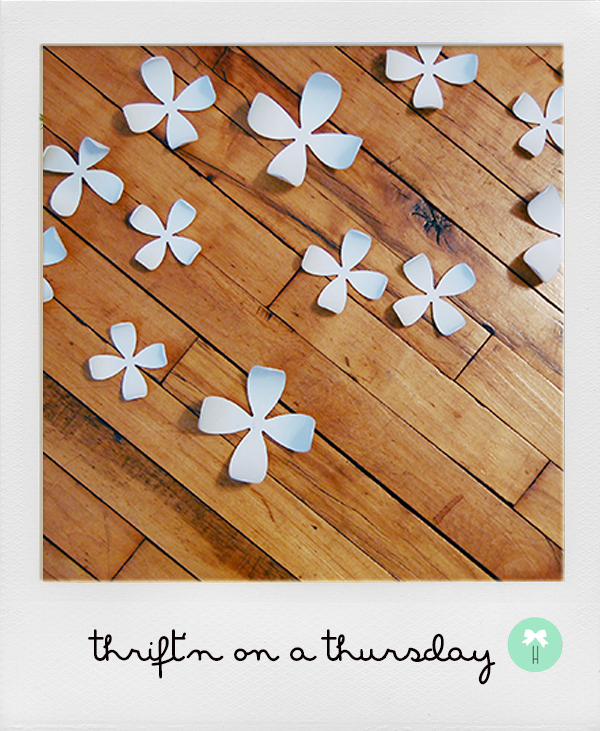 white_wall_flowers_decor_3d_interior_styling_flowers2.jpg