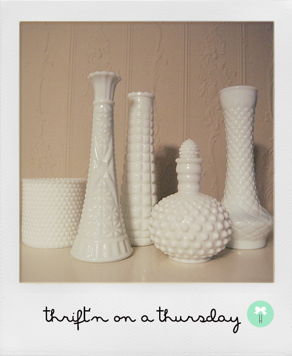 white_milk_vases_decor_vintage_white_flower_vase_texture.jpg