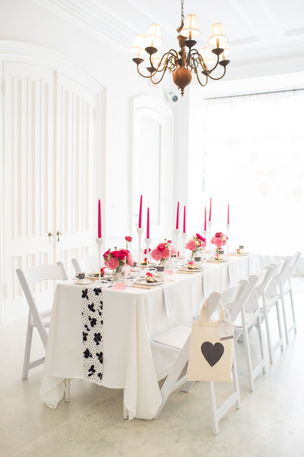 hot_pink_black_white_party_ideas_hanaluluco_charliejuliet_16.jpg