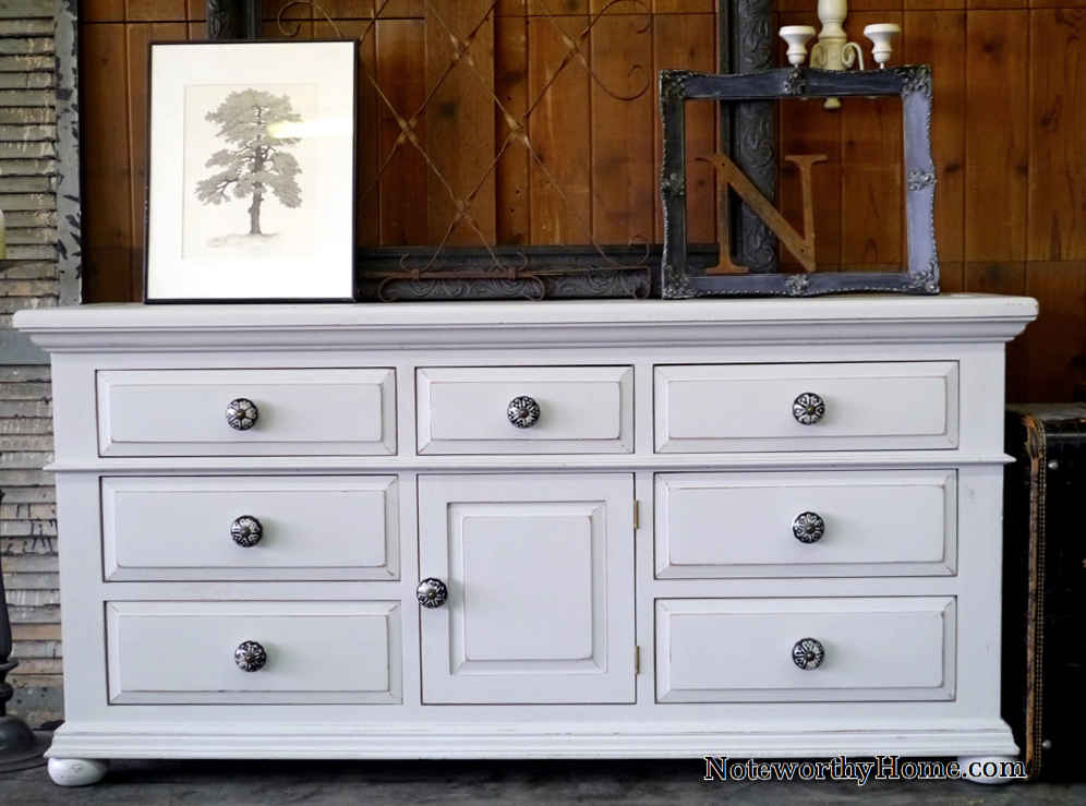 Fontana Dresser with Oversized Knobs