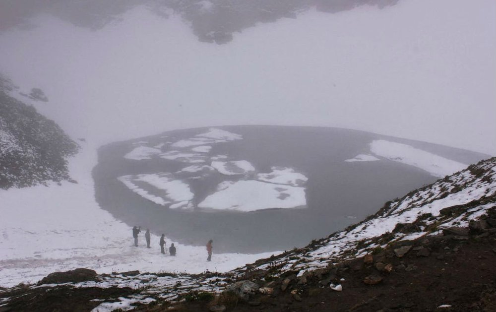 "Roopkund ""Skeleton"" Lake, in northern India is filled with hundreds of perfectly preserved skeletons."