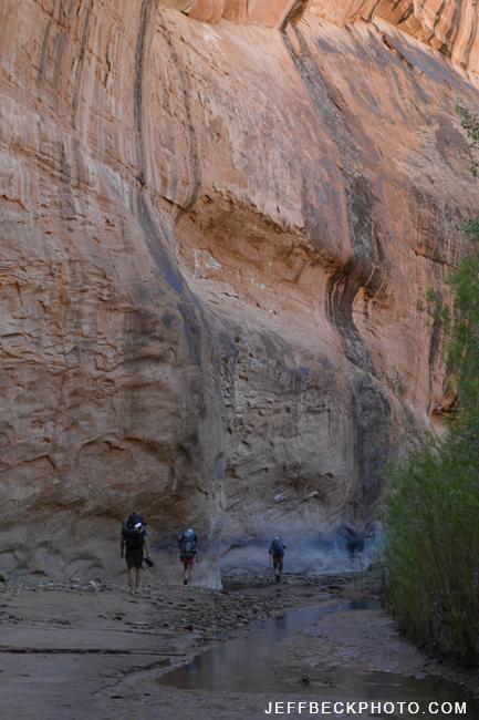backpackers in 25 mile wash 9048.jpg