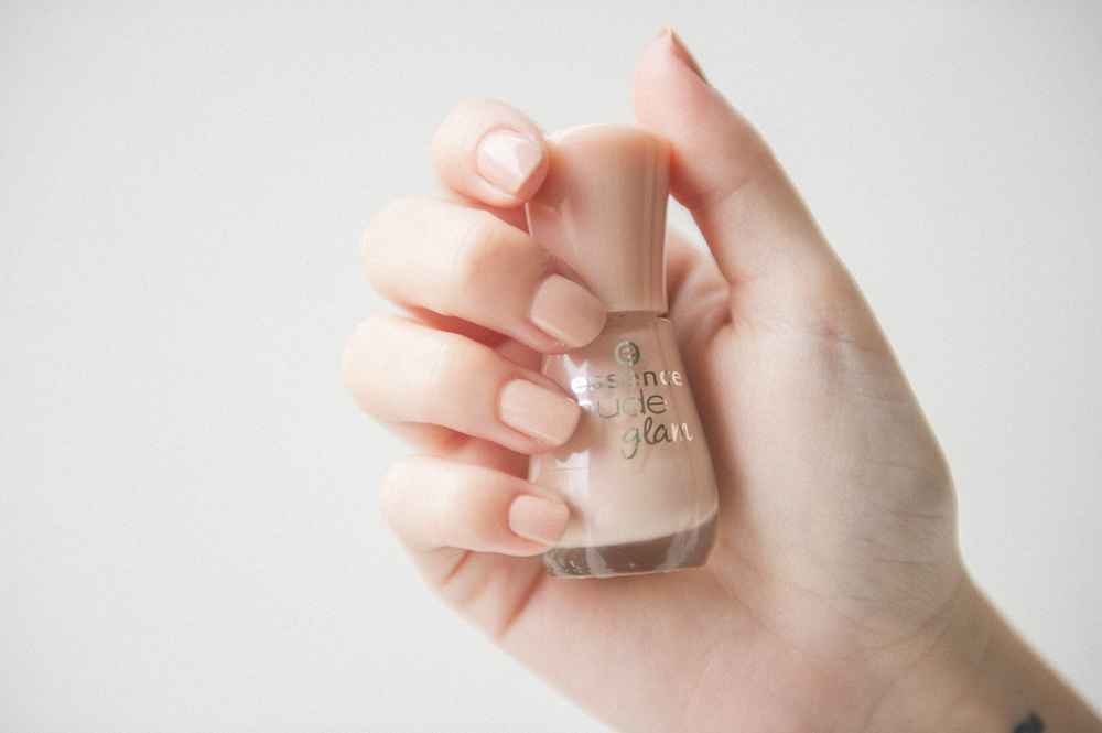 NUDE glam de essence 25