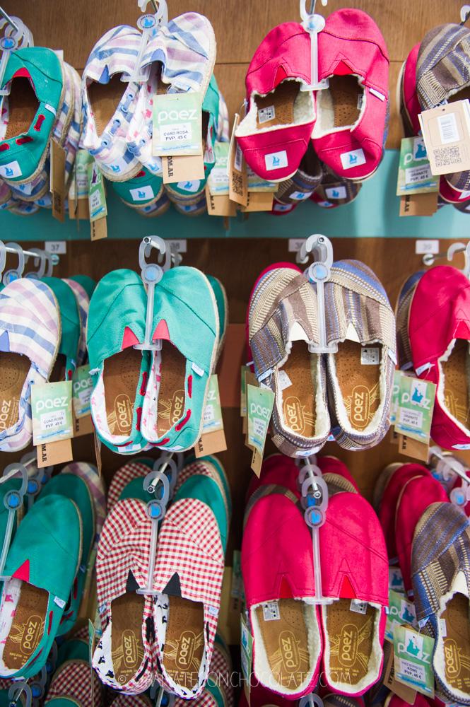 \u201cEn la tienda también puedes encontrar alpargatas para niños\u201d
