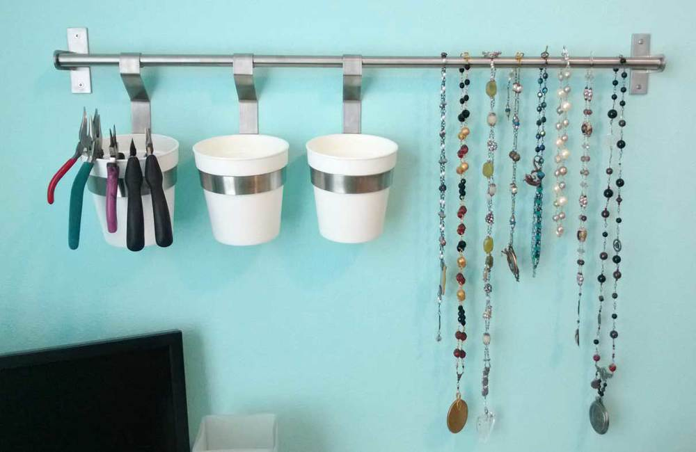 This is how I envisioned using this bar.  Cups to hold tools, etc and a hanger to hang necklaces and experiments.