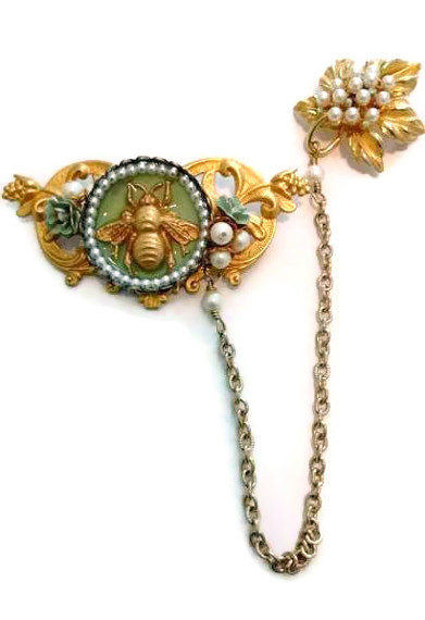 Chatelaine in French Green, Gold and White