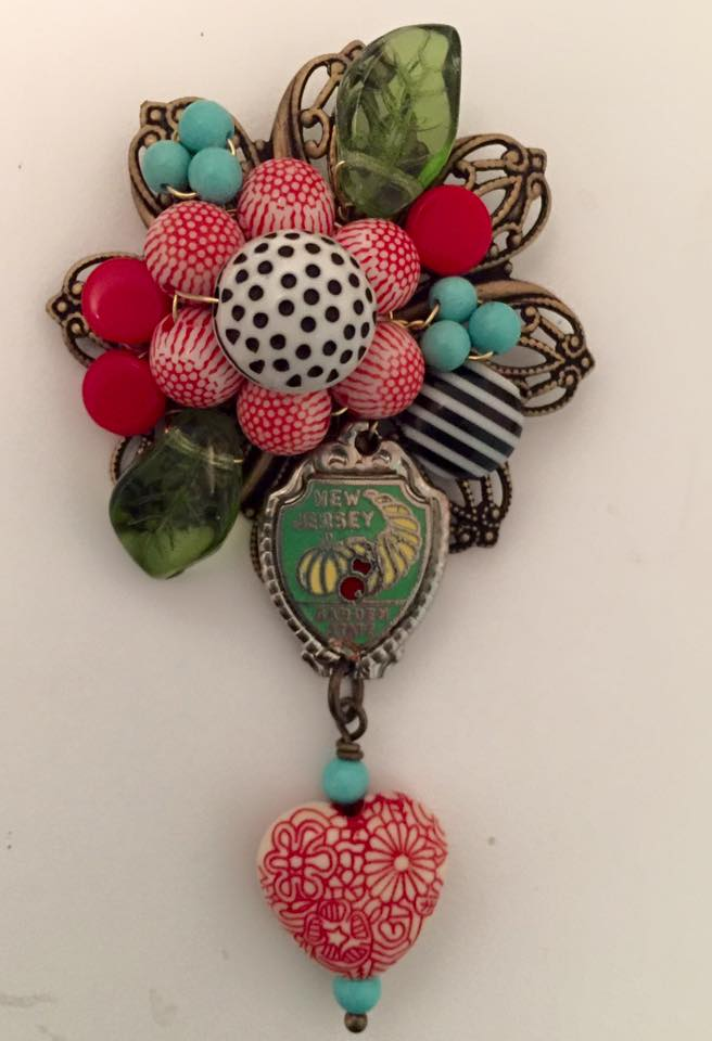 Playing a bit with pattern, color and collage with this fun brooch.