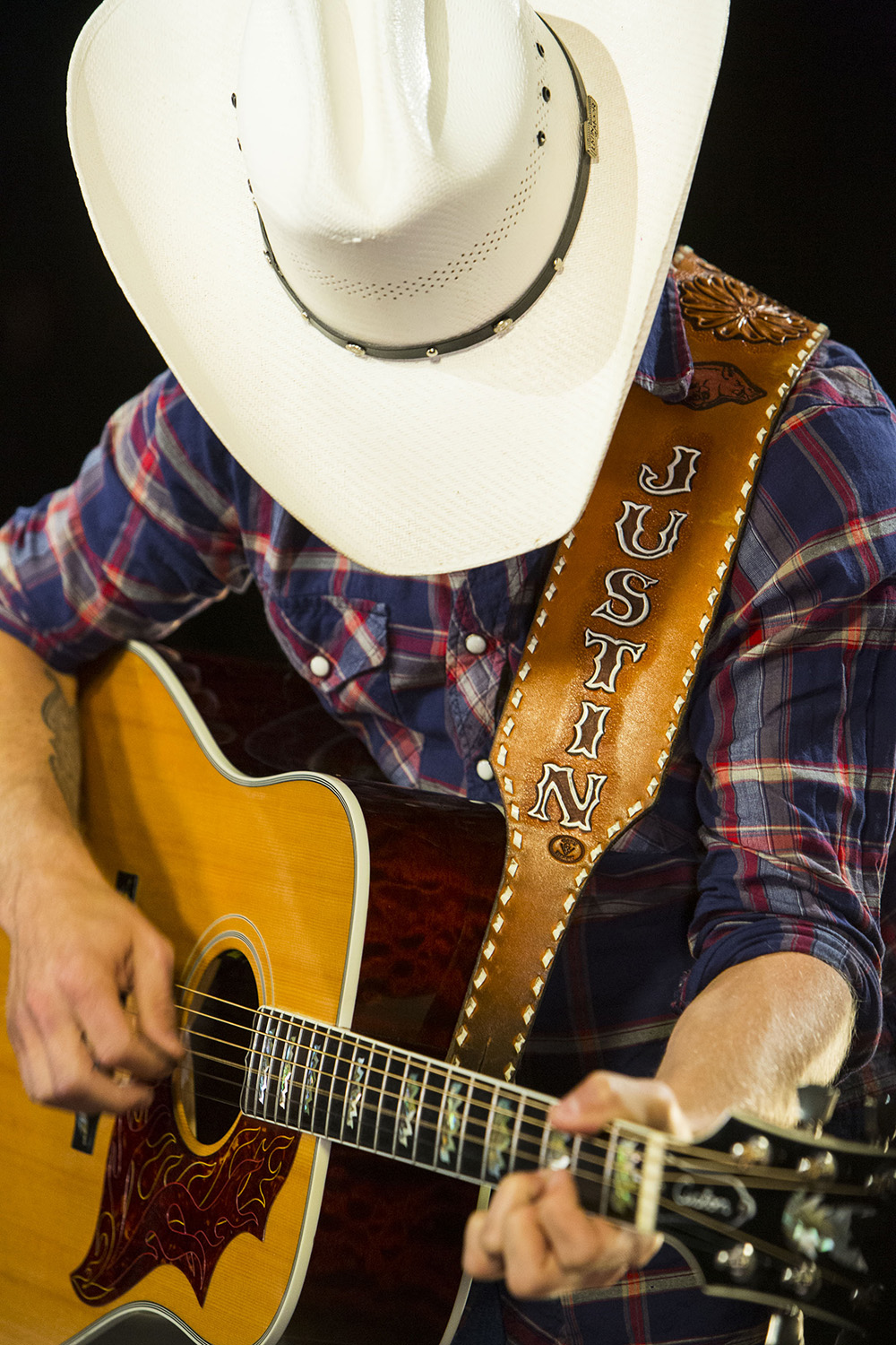 Justin Moore, performing at the Billboard Studio