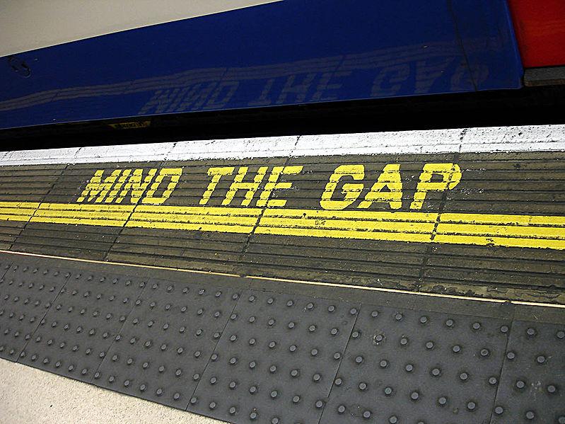 799px-Bakerloo_line_-_Waterloo_-_Mind_the_gap.jpg