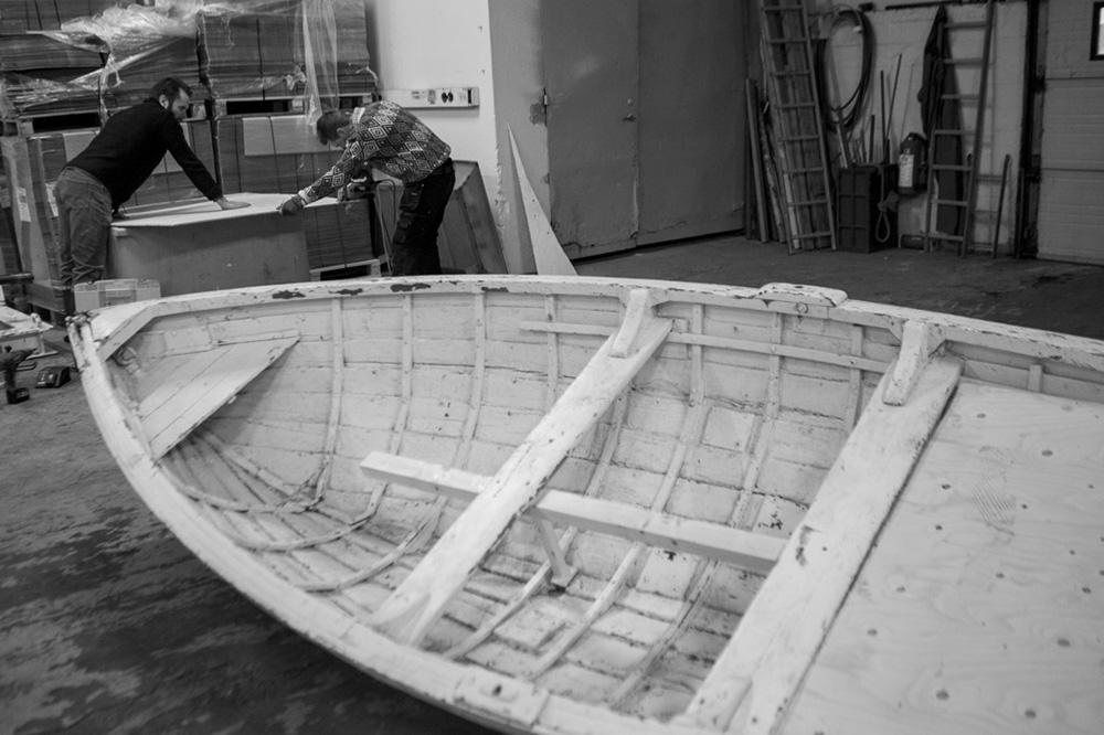 10 km í land / process 1# / h.pálmason 2014 - Stefán og Haffi að byggja botninn.