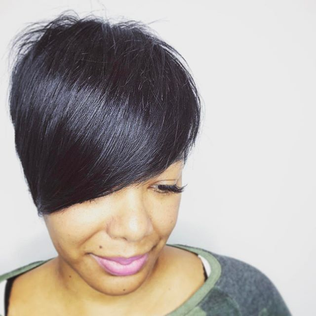 Soft edge. • We are ❤'ng @mekalovesskinbeautybardc new #haircut! 💇🏽💇🏽 • • #newyear  #newlook  #newbeginnings  #taylorandyork  #dmvsalon  #changeisgood