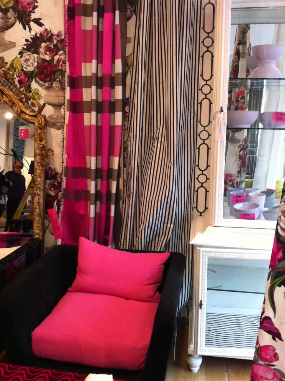 back-and-pink-interior-design