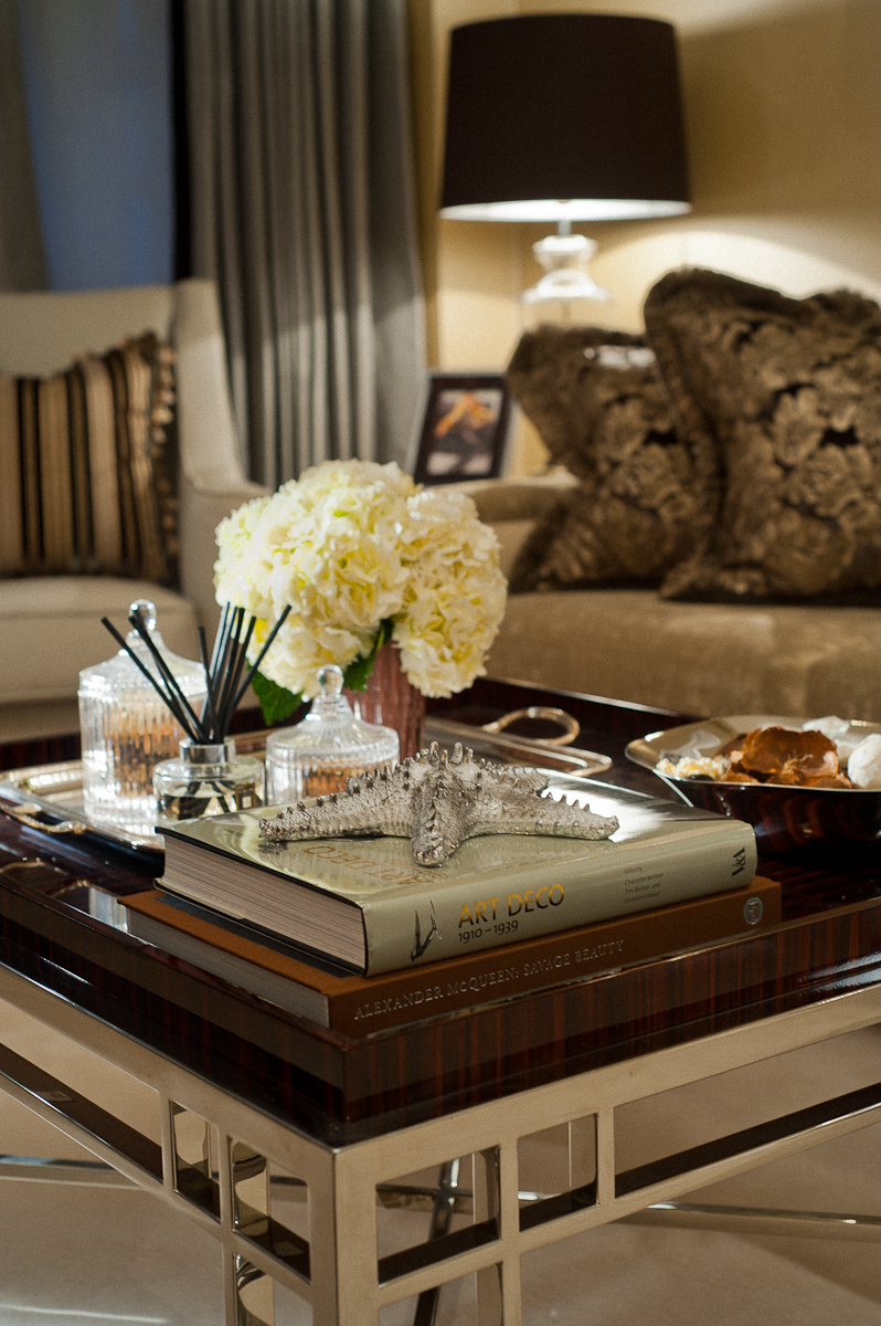 Beautifully designed furniture and carefully selected objets create an elegant mood in the living room.