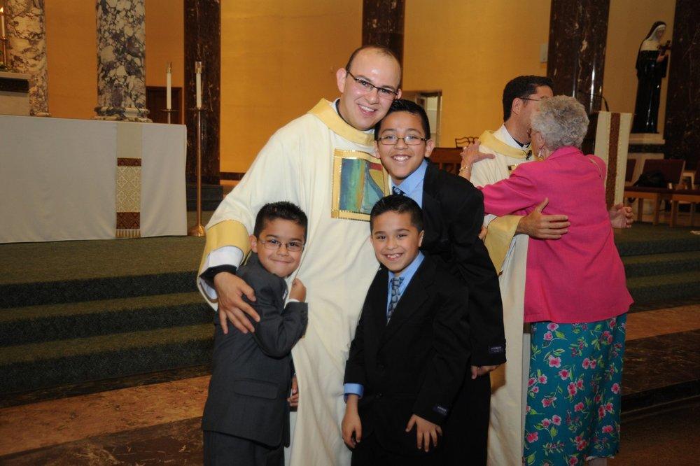 P. Homero Sánchez después de su ordenación sacerdotal en Chicago