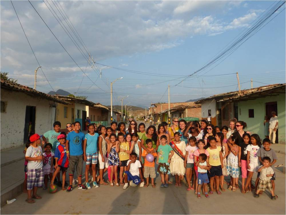 Students from Villanova College (King City, Ontario, Canada) with the people of Morropón, Piura, Perú