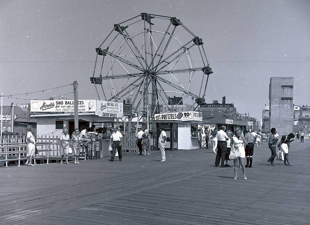 Boardwalk Gruberg's Ferris Wheel 4.jpg