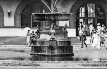 LIRR 1909 Fountain.jpg