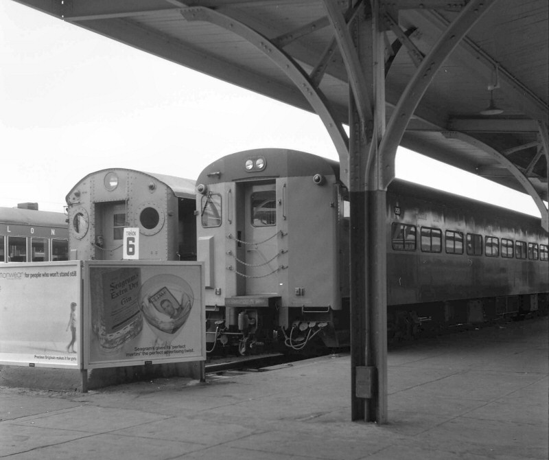 LIRR 1965 MU Trains Lo Level Platforms Long Beach 07-30 Keller).jpg
