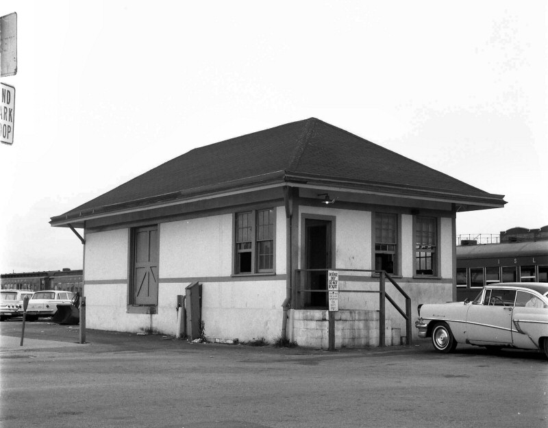 LIRR 1967Express House-Long Beach-View NE-Keller-Keller) (1).jpg