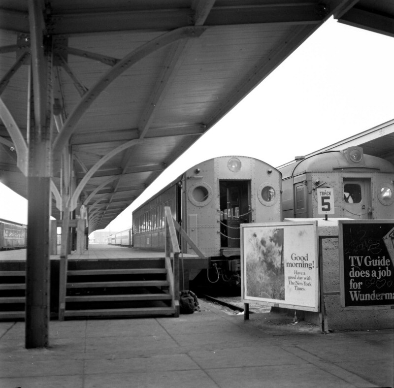 LIRR 1968 MU Trains Hi Level Platforms Long Beach 08-17 (Keller).jpg