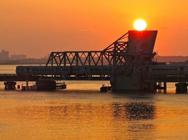 LIRR 2014 Wreck-Lead-Bridge 9-05 JordanTorregrosa.jpg