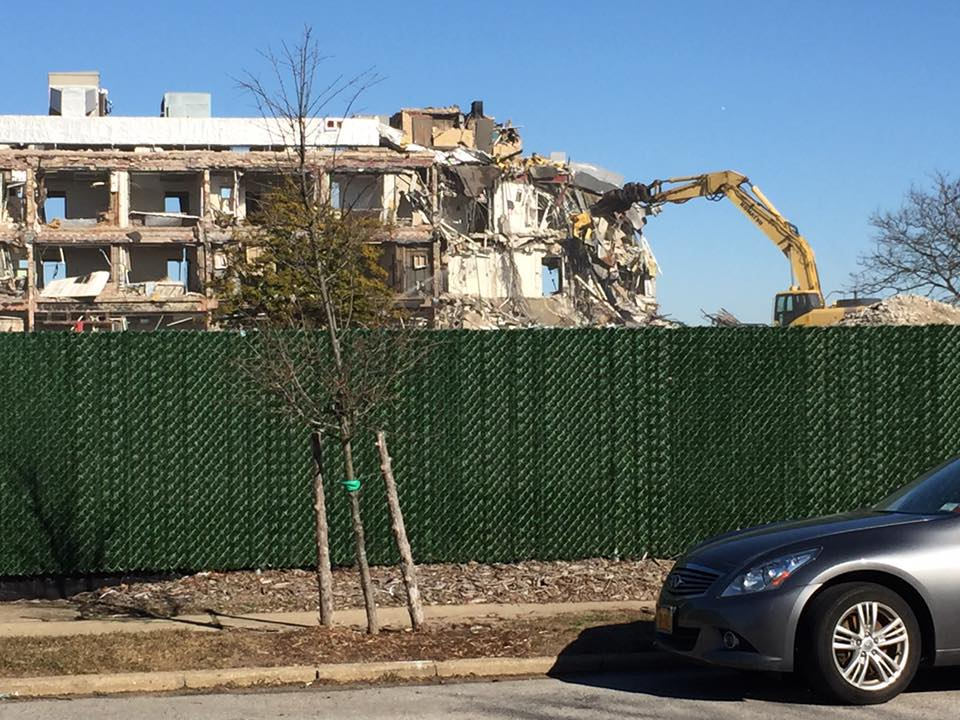 LONG BEACH HOSPITAL TEARING DOWN 2.jpg
