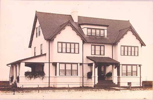 Hotel Long Beach 1905 Cottage.jpg