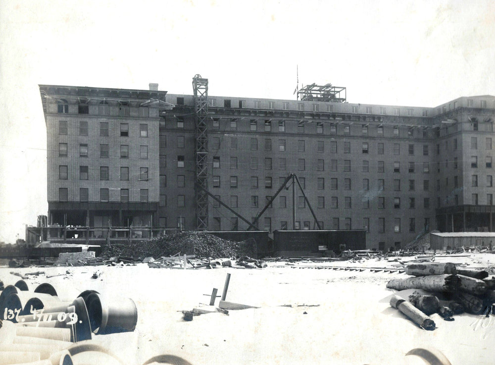 Hotel Nassau 1909 Construction June 19 (2).jpg