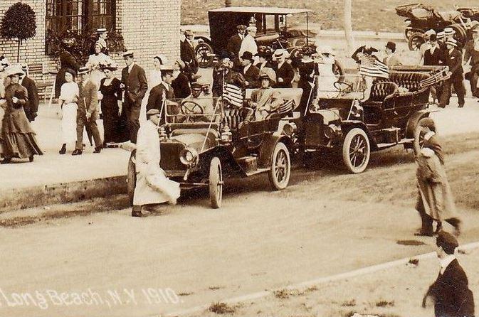 Hotel Nassau 1910 Flags.jpg