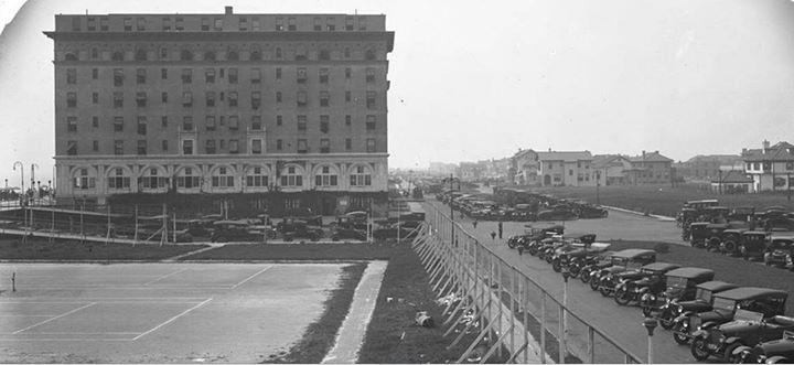 Hotel Nassau 1919 West Broadway.jpg