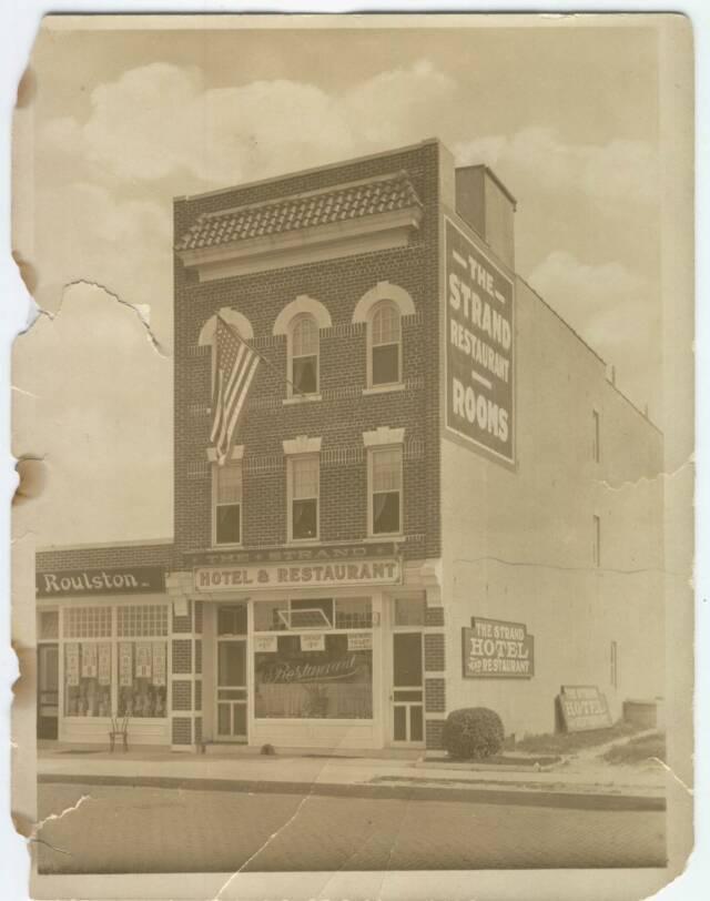 Hotel Strand 24 East Park 1923.jpg