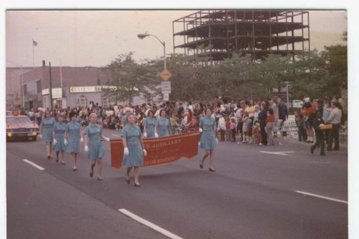 Long Beach Memorial Day Parade 1972, LBFD Ladies Auxiliary.jpg