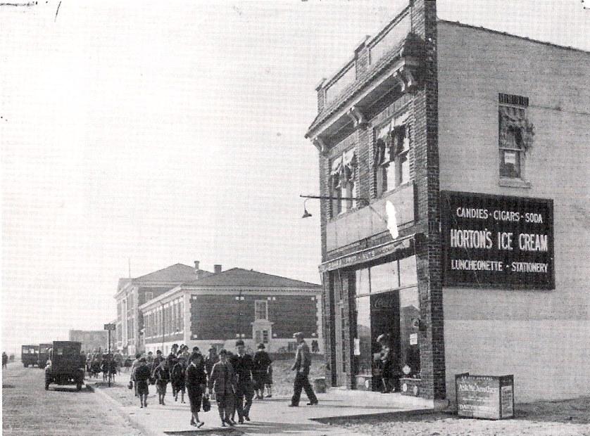 LB School 1927 Hortons.jpg