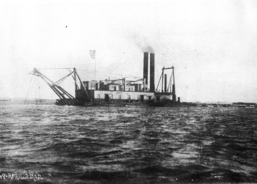 Reynolds Channel Dredges 3 April 8, 1908.jpg